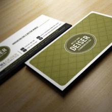 Макет классической визитки со светло-коричневым фоном